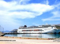 Cruise boat Mooring Mole